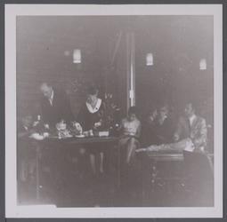 WAT001005645 Afscheid van N.J. Zadeits als ambtenaar van de burgerlijke stand. Achter de tafel de heer en mevrouw Zadeits.