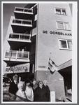 WAT001008015 Actiegroep tegen patatlucht. Rifa Snacks hoek Beatrixplein.Flatgebouw de Gorselaar.