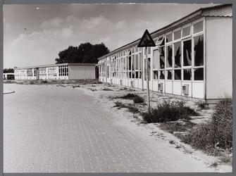 WAT001008112 De Botterschool in de vernieling.