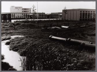 WAT001008233 Scholencomplex Karekietpark. Op de achtergrond verpleegtehuis Overwhere. ( Prof. Mr. P.J.Oudlaan 1)