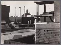 WAT001008358 Dak Willem Eggert Centrum.Sloop en nieuwbouw Willem Eggert Centrum (WEC).In 1972 kocht Hillen en Roosen BV ...