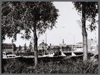 WAT001008662 Rechts: Hoornsebrug .Links: postkantoor hoek Hoornselaan, Gedempte Where.Midden achter:de Koepelkerk.