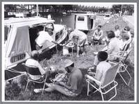 WAT001008766 Plezierjachten liggen aangemeerd langs het Noordhollandsch Kanaal.