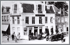 WAT001008798 Noordhollands Koffiehuis van Wierstra. Dit pand Kaasmarkt 3 dateert vermoedelijk uit 1617 en is daarmee ...