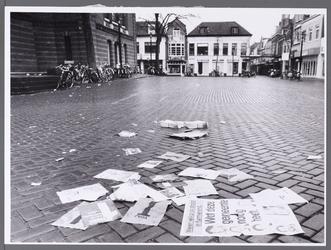 WAT001008878 Kaasmarkt na afloop van propaganda verkiezingen.