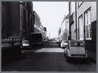 WAT001008955 Kanaalstraat, gezien vanaf Gedempte Singelgracht naar Kanaalkade.Links de Doopsgezinde kerk.