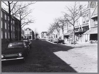 WAT001009451 Nieuwstraat van Zuidersteeg naar Westerstraat. Linksvoor gem. bejaardentehuis Avondzon.