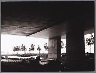 WAT001009499 Nieuwbouw brug met viaduct over het Noord-Hollands kanaal ter hoogte van de Neckerstraat, i.v.b. met de ...