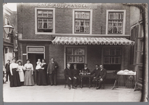 WAT001009588 Hoek Padjedijk/Peperstraat. Rechts café G.Vrouwe (café Koophandel) voorheen weduwe S.Groot.
