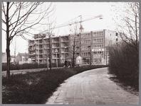 WAT001009641 Bouw bejaardenwoningen door bouwbedrijf Wilma.