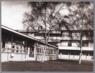 WAT001009723 Op de foto: achterzijde met het kinderpaviljoen.Het Stadsziekenhuis ontworpen door de Purmerendse ...