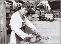 WAT001014059 Slagerij.Klaas Vet uit Purmerend, beste op slagersvakschool Amsterdam aan het werk bij Leo Spronk te ...