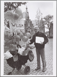 WAT001014116 Posbode Willem van Rijn met zijn laatste ronde in de binnenstad.