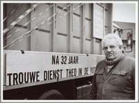 WAT001014153 Vuilnisman. Voor Beemsterling Theo Dekker zit het er op! Na 32 jaar geeft hij het stuur van zijn ...