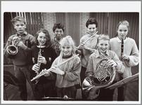 WAT001014722 Startorkest van de muziekschool.'Als ik even stop, spelen de anderen wel verder'.Eerste schreden op ...