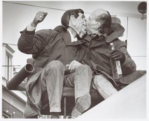WAT001014893 Carnaval.Feestende Ronald Reagan en Gorbatsjov.