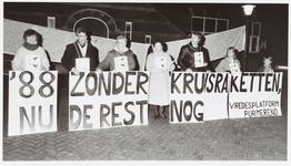 WAT001015013 Een betoging van Purmerendse vredesactivisten op de Kaasmarkt tijdens de koopavond in de binnenstad had ...