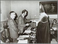 WAT001015278 V.l.n.r. burgemeester J.A.C. van Burg, wethouder P.Benz, Sint Nicolaas (wethouder C.Beukenkamp), raadslid ...