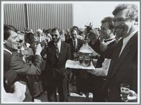 WAT001015471 Opening WKC.Bij de opening van de warmtekrachtcentrale op De Baanstee waren aanwezig v.l.n.r.: directeur- ...