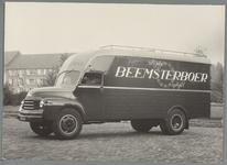 WAT001015843 Fa. Beemsterboer transportbedrijf Kaasmarkt. Op de achtergrond De Rusthoeve.