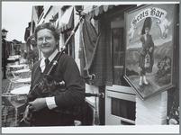 WAT001016093 Doedelzakspeler voor Restaurant, café D'Hooghe Ghast. De middenstand in Purmerend hielden tussen 6 en 16 ...