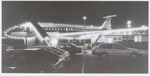 WAT001016103 Leegwaterpark, parkeerterrein, met op de achtergrond een Italiaans restaurant gevestigd in een vliegtuig(DC8).