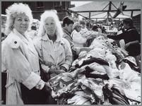 WAT001016135 Lappenmarkt op de Kaasmarkt.