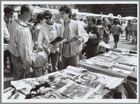 WAT001016159 Foto: Enkele slimme kraamhouders op de 'moederdagmark' richten zich vooral op de rondsjouwende vaders. ...