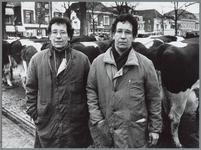 WAT001016213 Marktwaardigheden. Tweeling Tolhoek. Veehandelaars uit Friesland. Handelen in alle soorten vee.
