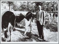 WAT001016235 Foto: Verkoopleider Ewoud de Kuiper zorgt ervoor dat zo veel mogelijk boeren hun koeien bijvoeren met ...