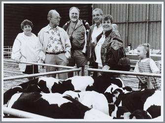 WAT001016241 Australiërs. Kalverhal. Buitenlandse toeristen vinden het over het algemeen fantastisch op de veemarkt. ...
