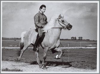 """WAT001016513 IJslandse paarden. Mark Timmerman op de rug van zijn IJslandse Sigyn. """"Ik ga vol goede moed naar het WK ..."""