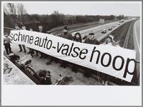 WAT001016549 Een onophoudelijk getoeter viel Groen Links en de Eerste Nederlandse Fietsers Bond (ENFB) gisteren ten ...