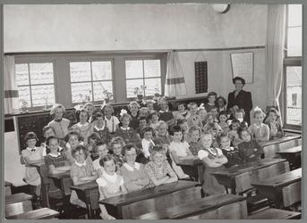 WAT001016661 R.-k. meisjesschool St. Catharina.