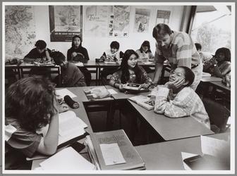 WAT001016776 Foto: Nog een paar dagen in de schakelklas bij leerkracht Eelco Taams en dan zwermen de leerlingen uit ...