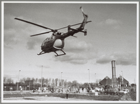 WAT001016858 Eerste paal politiebureau Waterlandlaan.Diverse gasten werden met een helikopter aangevoerd.Rechts achter: ...