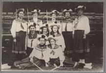 WAT001016921 Gedeelte van de dames. Gymnastiekvereniging Nea. In 1944 fusie met de herenafdeling Volharding.