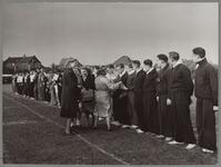 WAT001016938 Sport uitwisseling Purmerend-Arendonk (Belgie). De atletiekploeg uit Arendonk ontvangen van de dames ...