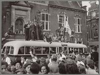 WAT001017033 Vreugdetaferelen op de Kaasmarkt als Purmersteijn door een 3-0 overwinning op Schagen de zo lang begeerde ...