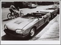 WAT001017131 Oranje gekte uitgebroken.Dickie 1 en Dickie 2, twee oranje Citroëns.