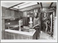 WAT001017138 Foto: De luxe charter 'Egberdina' uit Monnickendam komt donderdag 2 juni 1988 in de vaart.Het casco en een ...