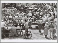 WAT001017335 Steenwerpers in actie op de Kaasmarkt.