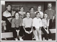 WAT001017381 Atletiekvereniging NEA Volharding.Foto: De succesvolle D-lijn turnsters van Nea/Volharding, voor v.l.n.r.: ...