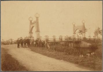 WAT001017505 Herdenking 100 jarig bestaan Ned. Onafhankelijkheid. Ceremonie bij de Beemsterbrug.( 1813-1913)