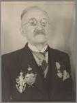 WAT001017566 Aangeboden ter gelegenheid van zijn 80e verjaardag door afdeling XI op 20 december 1940. Gemeld schild ...