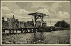 WAT002000026 De 2e Zaanbrug met op de achtergrond rijstpellerij Hollandia (Bloemendaal & Laan) met v.r.n.l. de ...