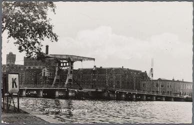 WAT002000039 Tweede Zaanbrug met op de achtergrond rijstpellerij Hollandia (Bloemendaal & Laan) met v.r.n.l. de ...
