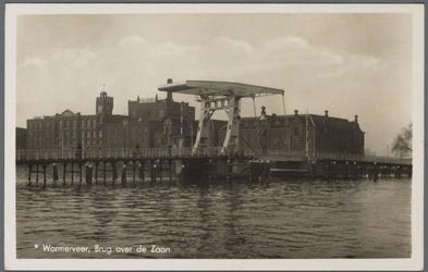 WAT002000040 Tweede Zaanbrug met op de achtergrond rijstpellerij Hollandia (Bloemendaal & Laan) met v.r.n.l. de ...