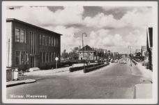 WAT002000071 Afrit Zaanbrug met links en rechts de Veerdijk en rechtdoor de Nieuweweg.Links voor; kantoor van de ...