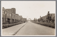 WAT002000081 De Nieuweweg, met op de achtergrond de Zaanbrug, links boven zijn we een gedeelte van Lassie fabriek van ...